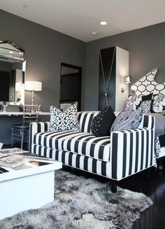 S luxurious modern in brentwood dream home декор и интерьер. Living Room Sofa, Living Room Furniture, Living Room Decor, Bedroom Decor, Sofas, Striped Sofa, Striped Furniture, Sofa Design, Interior Design