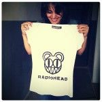 Making of a Radiohead bear t-shirt with spray paint.
