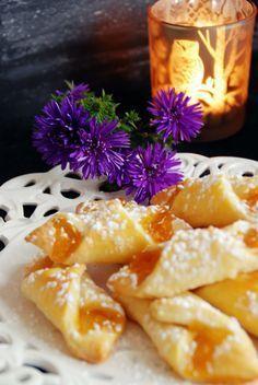 Marmeladestangerl aus Topfenteig - ein Rezept überliefert aus Oma's Küche. Rezept und Anleitung auf unserem Foodblog Schürzenfräulein