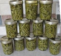 Most people I know tend to freeze their green beans for long term storage. However, canning green beans is also a great way to preserve them for months on end. Canning Beans, Canning Tips, Home Canning, Canning Recipes, Green Beans Pressure Cooker, Canning Food Preservation, Preserving Food, Grean Beans, Low Acid Recipes