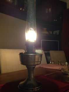 Aladdin Model 12 Oil Lamp With Chimney and loxon mantle in Antiques, Antique Furniture, Lamps, Century