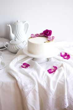 Pistachio Rose Cake | Migalha Doce