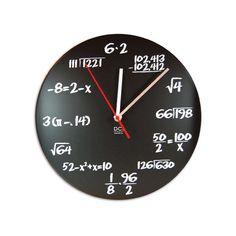 <スタイル/用途: 壁掛け時計 おしゃれ ポップクイズクロック ウォールクロック 掛け時計 壁掛時計 CIRCUS MAX増刊 オモシロ雑貨 掲載商品> さて、問題です。今、何時でしょう?黒板のような文字盤にチョーク風の文字で数式が書かれたポップクイズクロック。ポップクイズとは抜き打ちテストのことで、その名の通り時計を見るたびに抜き打ちテストです。ユニークなアイデアはもちろん、シンプルで洗練された色使いの針もデザインを引き立たせます。円周率�%