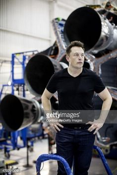 Space X and Tesla Motors founder and CEO, Elon Musk is photographed for Fortune Magazine on November 2013 in Los Angeles, California. Tesla Spacex, Elon Musk Spacex, Tesla Motors, Robert Kiyosaki, Elon Reeve Musk, Tesla Musk, Foto Doctor, Hybrids And Electric Cars, Eco Friendly Cars