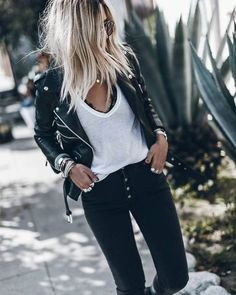 55 Chic Cardigan Outfits You Cant Go Wrong With - Outfit Trends Look Hippie Chic, Look Boho, Edgy Outfits, Mode Outfits, Fashion Outfits, Rock Chic Outfits, Look Fashion, Girl Fashion, Biker Look