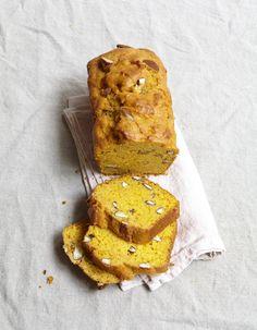 Recette Cake à la patate douce : 1. Allumez le four à 180 °C (th. 6). Rincez la patate, épongez-la et coupez-la en deux dans la longueur. Faites-la cuire à...