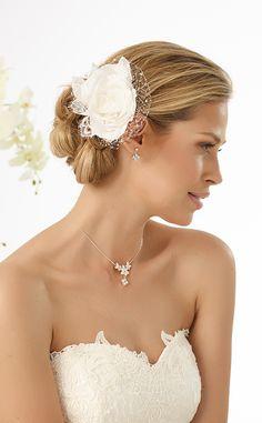 Beautiful headpiece with flower and french net from Bianco Evento #biancoevento #hairstyles #weddingaccessories #hairjewellery #weddingideas #bridetobe