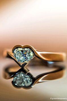 Heart shaped diamond ring Heart Jewelry, Jewelry Bracelets, Jewelry Box, Jewelery, Gold Jewellery, Diamond Jewelry, Rose Gold Heart Ring, Beautiful Rings, Green Lake Jewelry