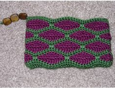Ravelry: maryjane2's Wave-Stitch Coin Purse    I'm thinking cute pattern for a headband!