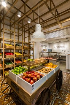 Fruit Shop Shelves 43 Ideas For 2019 Organic Market, Fresh Market, Shop Shelving, Vegetable Shop, Supermarket Design, Fruit Shop, Farm Store, Store Interiors, Cafe Interior