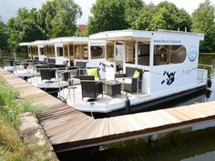 Weekend in a houseboat: 3 days in Brandenburg on the Havel for 73 € - REISE / Urlaub mit Kindern - Camping Tent Camping, Camping Hacks, Holiday Destinations, Travel Destinations, Camping Holiday, Recreational Vehicles, Family Travel, Cool Pictures, Road Trip