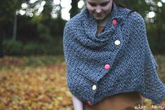huivi / scarf pattern by Hanne Katajamäki Diy Blanket Scarf, Cape Scarf, Diy Scarf, Poncho, Crochet Scarves, Knit Crochet, Crochet Wraps, Scarf Tutorial, Recycled Sweaters