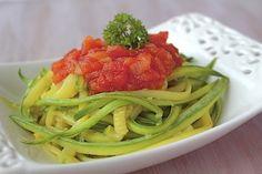 Macarrão de Abobrinha verde com Molho de Tomate