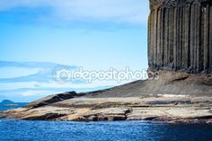 Staffa, an island of the Inner Hebrides in Argyll and Bute, Scotland — Stock Photo © Julietart #69317735