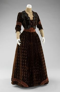 An amazing velvet dinner dress by Rouff from between 1900 and 1903.
