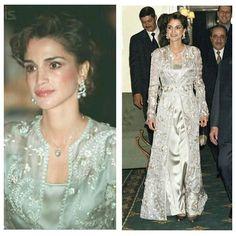 Queen rania ... Old pic in qoftan ... ... .. . .. ... #queenrania  #queen_rania #hmq_rania #queen #rania#cp_hussein #jordan #old #loveJO #JO #ourjordan #jordan #beautiful #حب_الأردن #baby #queenraniafashion