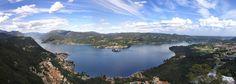 Panoramica del lago d'Orta (Cusio) dalla Madonna del Sasso, a SX Omegna al centro Orta e isola di San Giulio e a DX San Maurizio d'Opalio, (unione di 3 foto), 3 agosto 2007