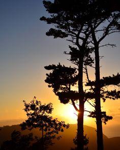 Para que vas a venir a #Galicia si total atardece tal que así.  Ayer en San Andrés de Teixido. . . #Galicia #sunset_pics #sunset