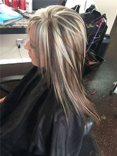 Every woman loves trendy and gorgeous hair. And hair highlights have always been in craze among wome Chunky Blonde Highlights, Brown Blonde Hair, Hair Color Highlights, Caramel Highlights, Blonde Honey, Honey Balayage, Light Highlights, Medium Blonde, Medium Brown