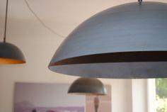 Betonlampe - Da hängen Sie nun, die ersten Prototypen. Material Schirm: Faserbeton, Gestänge: Geölter Stahl. Zu erwerben bei www.betoncire.at Material, Ceiling Lights, Lighting, Home Decor, Objects, Steel, Homemade Home Decor, Ceiling Light Fixtures, Ceiling Lamp