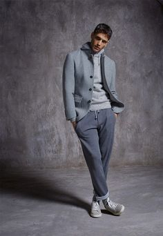 Fabio Mancini, one of the most successful male models of the fashion industry, is enlisted by Brunello Cucinelli to unveil a part of its Fall/Winter 2016 collection. Vogue Ukraine, Vintage Outfits, Vintage Clothing, Mode Man, Pantalon Cargo, Gents Fashion, Casual Wear For Men, Neue Outfits, Looking Dapper