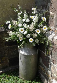 Rustic wedding simply elegant plan 5314260353 - A refined info on chic wedding inspirations. Vintage Flower Arrangements, Beautiful Flower Arrangements, Wedding Arrangements, Beautiful Flowers, Daisy Wedding Flowers, Church Wedding Flowers, Red Bouquet Wedding, Pink Flowers, Milk Can Decor