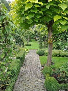 Cobblestone Garden Path Ideas - The Landscape Design Site