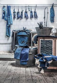 An inspiring round up of inspirations in blue paint, design and decor ideas in the blue interior trend and Pantone 2020 color of the year Classic Blue Azul Indigo, Bleu Indigo, Mood Indigo, Indigo Dye, Love Blue, New Blue, Blue And White, Denim Drift, Pull Bleu Marine
