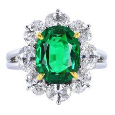 OSCAR HEYMAN Emerald Cluster Ring