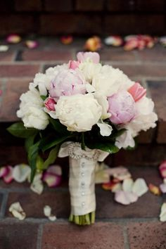 I see peonies, tulips, maybe garden roses. Only missing the beautiful ranunculus.