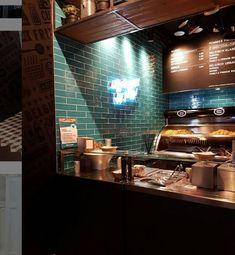 Gelungene Farbkombi , sattes Türkis mit dem dunkel-braunen Holzton erzeugt eine Wohlfühlatmosphäre .. Tiles, Ceramics, Salads, Kitchens, Fries, Dark, Get Tan, Timber Wood, Room Tiles