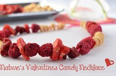 This All Natural Candy Necklace uses freeze dried fruits! The great thing about freeze dried fruit is that it almost never comes with added sugar. Super Healthy Kids, Healthy Meals For Kids, Kids Meals, Freeze Dried Raspberries, Freeze Dried Fruit, Valentines Sweets, Valentine Party, Valentine Ideas, Funny Valentine