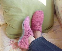 KNIT SLIPPERS - been looking for a pattern like this. Wish it was crochet, but will b a test of my knitting ability. Knitted Slippers, Crochet Slippers, Knit Or Crochet, Knit Slippers Pattern, Clog Slippers, Pink Slippers, Slipper Boots, Knitting Socks, Knit Socks