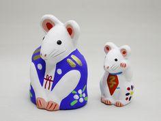 中湯川土人形 来らんしょ(子)、豆招き(子) Japanese Colors, Traditional Toys, Turning Japanese, Small Sculptures, Maneki Neko, Nihon, Japan Art, Totems, Wood Sculpture