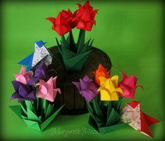 Jardim de Tulipas ✿ Tulips Garden  Origami Tradicional Instruções de dobra: Isa Klein https://www.youtube.com/watch?v=QiBzD_cO_y4  Pássaros Autor: Simon Andersen Instruções de dobra: http://papirfoldning.dk/da/diagrammer/fugl20.html   Dobrado por: Margareth Mazzilli  Fevereiro/2015