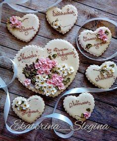 Белая и розовая сирень для мамы. #пряничнаяоткрытка #пряники #имбирныепряники #козули #пряникиназаказ #пряникисанктпетербург #пряникиспб #сладкийстол #кэндибар #имбирноепеченье #подарокмаме #galetasdecoradas #gingerbread #amazing