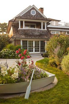 House of Turquoise: Jack Fhillips Interiors Coastal Cottage, Coastal Living, Beach Gardens, Outdoor Gardens, Exterior Design, Interior And Exterior, House Of Turquoise, Beach Cottages, Dream Garden