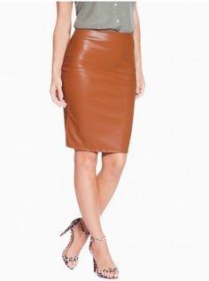 Para quem busca uma peça de roupa feminina sofisticada para compor looks  poderosos f547f647b1b