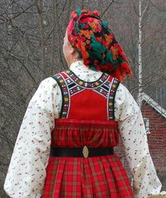 FolkCostume&Embroidery: Bunad and Rosemaling embroidery of upper Hallingdal, Buskerud, Norway Folk Costume, Costumes, Folk Clothing, Scandinavian Art, Going Out Of Business, Frozen, Bridal Crown, Traditional Dresses, Headdress