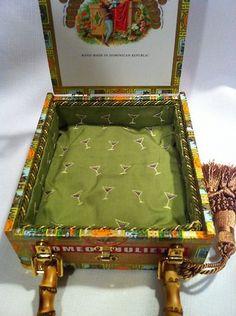 Romeo y Juliet cigar box purse. Cigar Box Projects, Cigar Box Crafts, Cigar Box Purse, Altered Cigar Boxes, Wooden Cigar Boxes, Homemade Jewelry, Cigars, Bangs, Jewelry Box