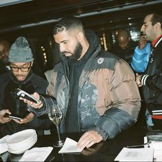 Drake Aubrey Drake, Drake Fashion, 90s Fashion, Drake Photos, Drake Drizzy, Fine Black Men, Rap Wallpaper, Celebs, Celebrities