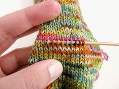 "Bild für Beitrag ""Nachtragsferse"" 4 projects for women Beginner Knitting Projects, Easy Knitting Patterns, Yarn Projects, Knitting For Kids, Knitting For Beginners, Knitting Socks, Free Knitting, Baby Knitting, Crochet Patterns"