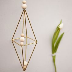Himmeli! Finished your brass-mobile with our DIY box. Our Himmeli DIY box gives you everything you need to make yourself a great decorative mobile. A great combination of brass and bright wood beads, rounded off by a dark brown waxed cotton cord (looks like leather, but is none!). The