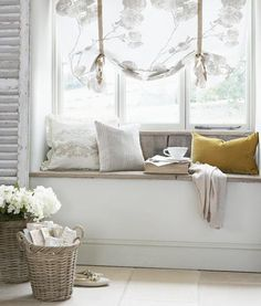 A home may not always be complete without a bay window seat. Make sure that these bay window seats are suitable for the whole conce… Shabby Chic Stil, Shabby Chic Living Room, Home Design, Decoration Shabby, Rustic Decor, Decor Scandinavian, French Style Homes, Home And Deco, Window Design