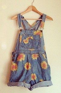 Rocking the shit out of sunflower prints… | 29 Unforgettable Things All '90s Teenage Girls Did In The Summer