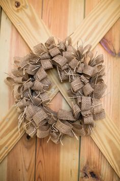 burlap wreath | Katelyn James #wedding