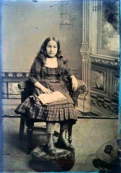 Victorian Readers – 51 Fascinating Vintage Photos of Beautiful Teen Girls Reading Books from the Late Century ~ vintage everyday Girl Reading Book, Reading Books, Old Photos, Vintage Photos, Portrait Photo, Beautiful Children, Victorian Era, 19th Century, Books To Read