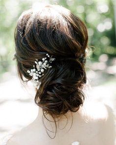 Messy wedding hair updos | bridal hair updo #weddinghair #weddingupdo #weddinghairstyle #bridalhair #bridalupdo