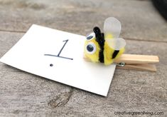How to make a bee themed counting game for preschoolers.