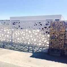 Portail coulissant / en inox / en aluminium / à panneau CALVISSON - HABILIS HABITAT FRANCE RESILLE